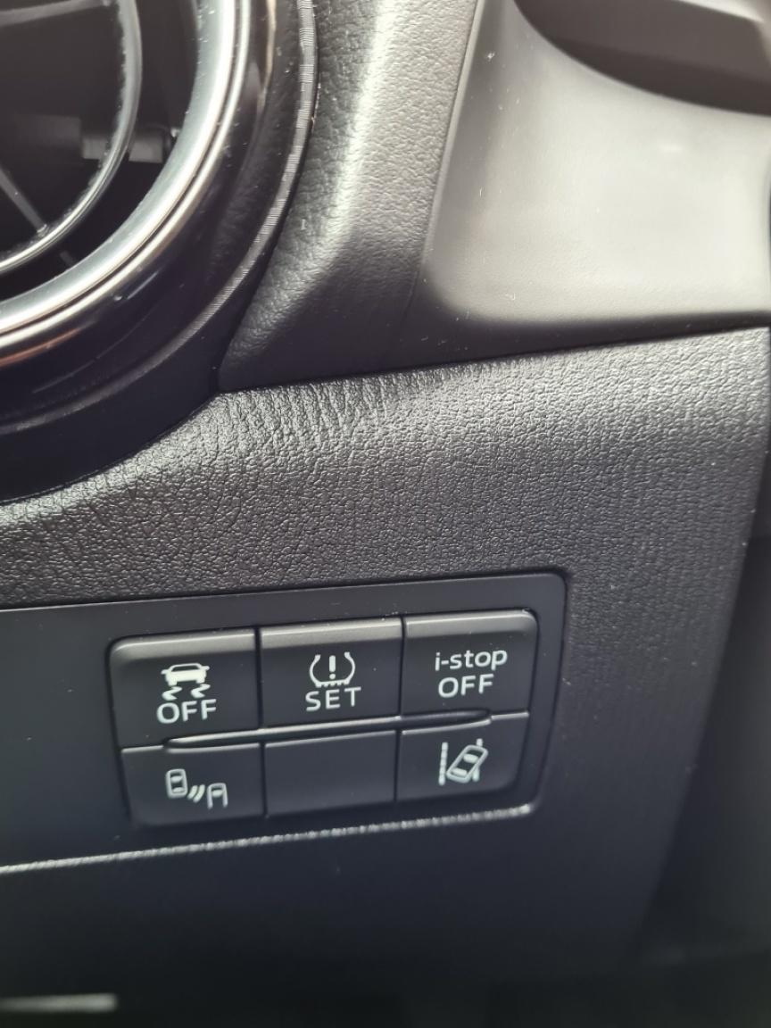 Mazda-2-11