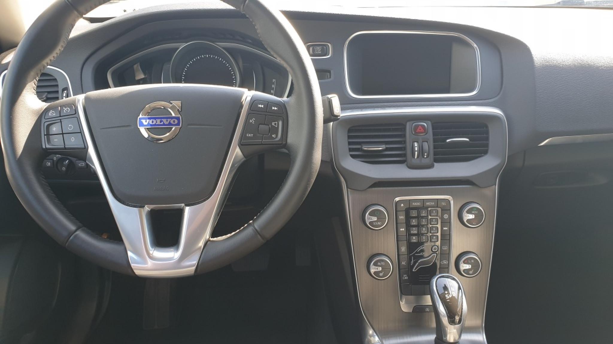 Volvo-V40-4